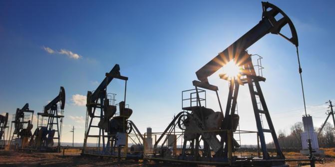 Giá xăng dầu hôm nay 15/6: Thị trường điều chỉnh, xăng dầu tiếp tục giảm   - Ảnh 1.