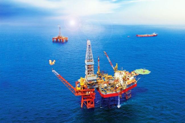 Giá xăng dầu hôm nay 19/6: Dầu tăng nhẹ sau cuộc họp của OPEC+ - Ảnh 1.
