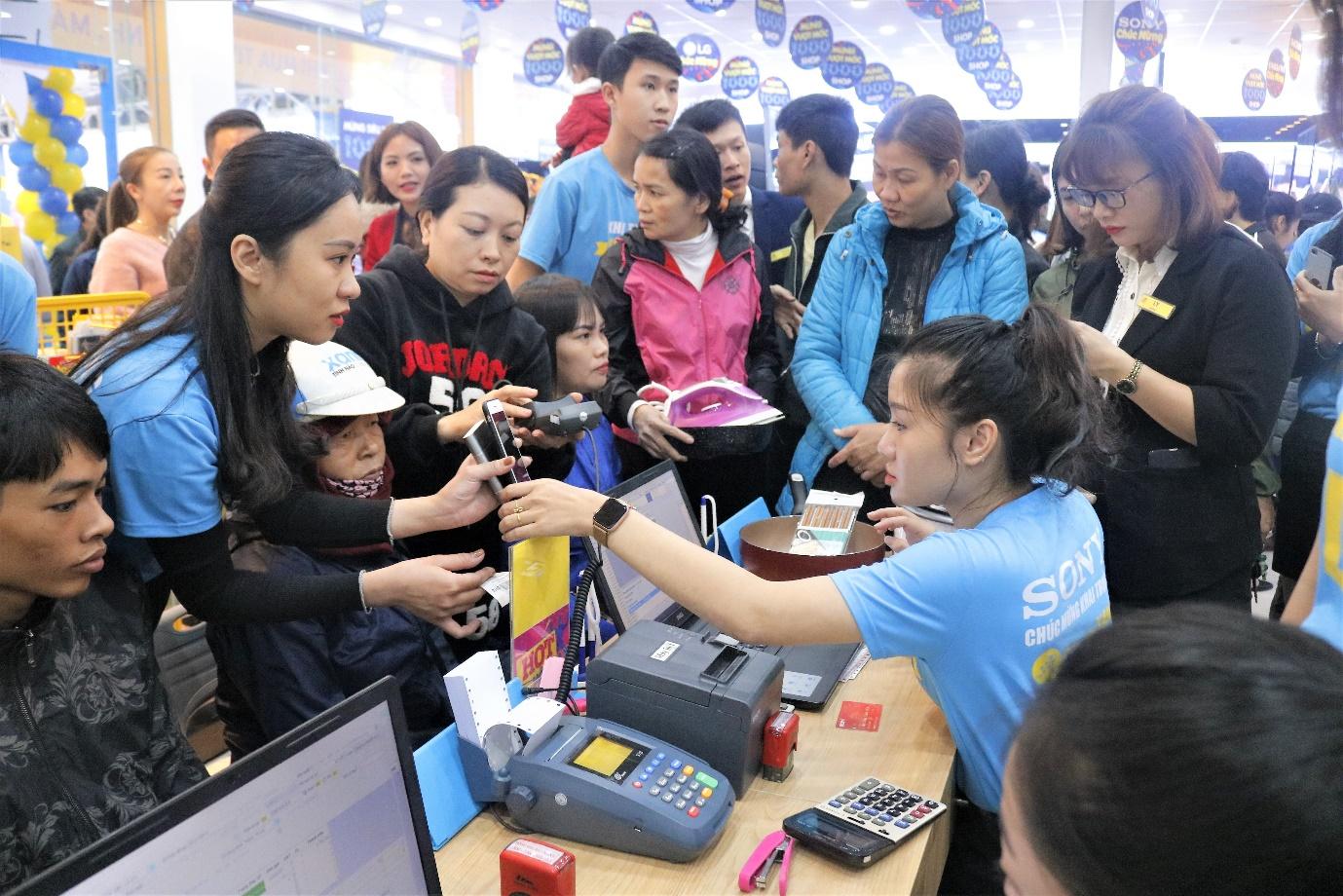 'Chiều khách' như Thế Giới Di Động, nhân viên bán hàng hỗ trợ luôn thủ tục trả góp - Ảnh 2.