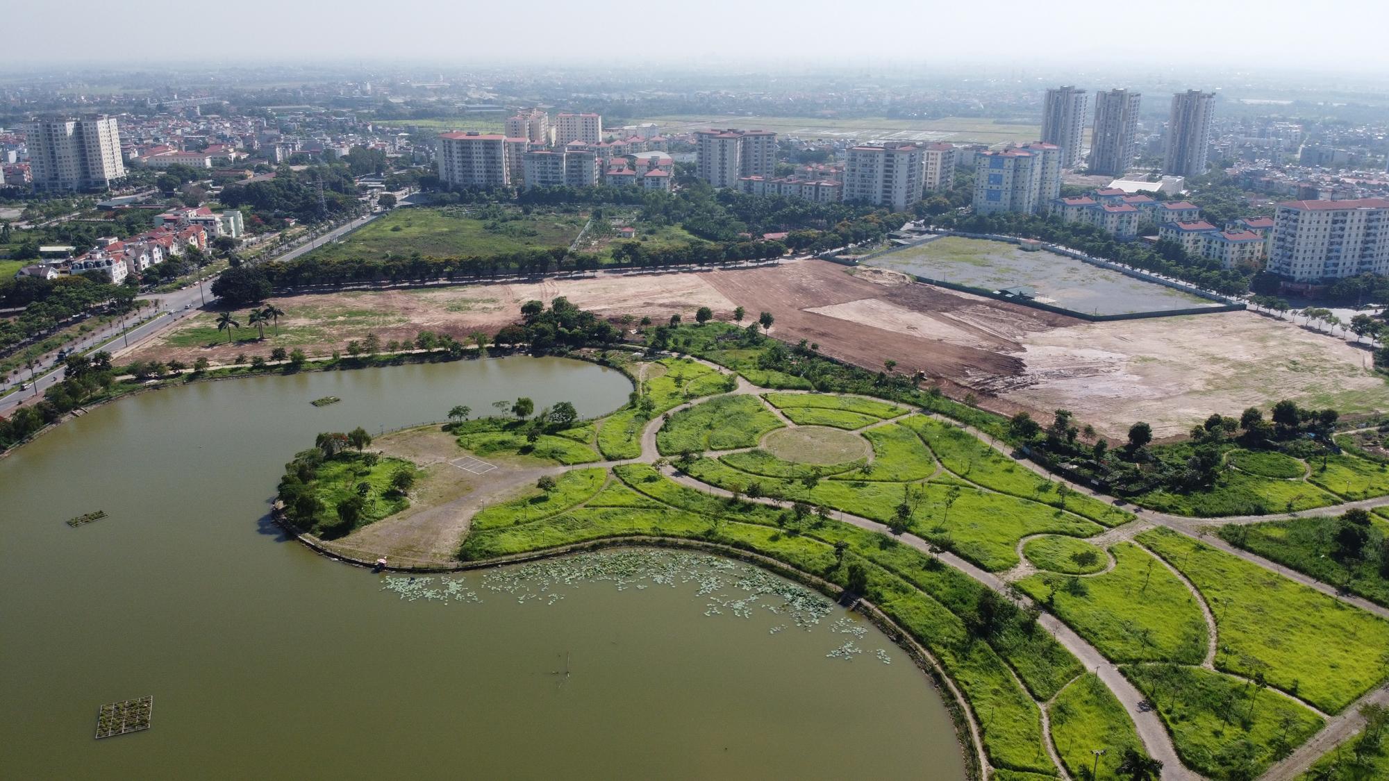 Chờ dự án cải tạo, công viên CV-02 Khu đô thị mới Việt Hưng như cánh đồng hoang - Ảnh 2.