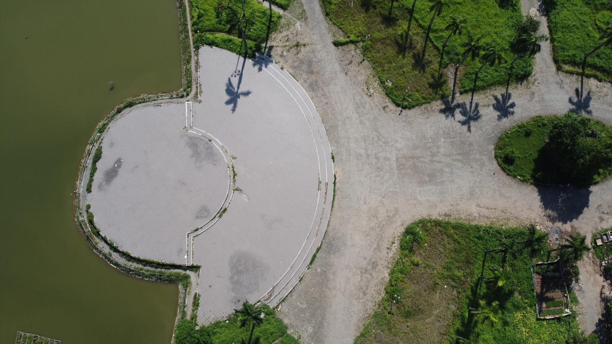Chờ dự án cải tạo, công viên CV-02 Khu đô thị mới Việt Hưng như cánh đồng hoang - Ảnh 3.