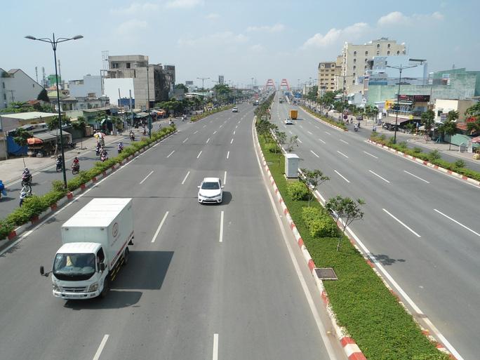 TP HCM cấm tất cả các loại xe lưu thông qua cầu Kênh A từ 25/6  - Ảnh 1.