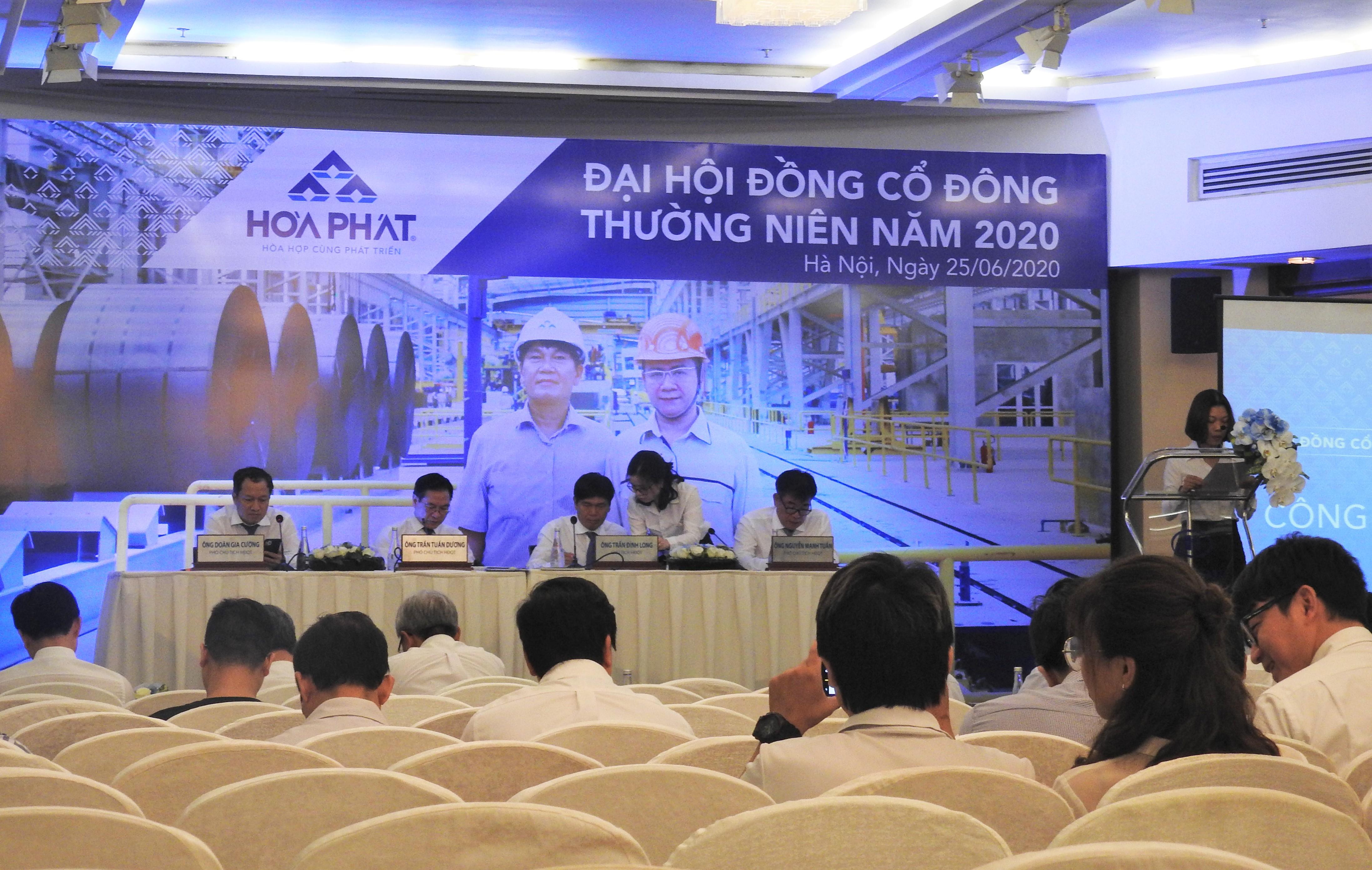 Hòa Phát khó hoàn thành mục tiêu bán 3,6 triệu tấn thép xây dựng, chuyển sang bán phôi thép - Ảnh 1.