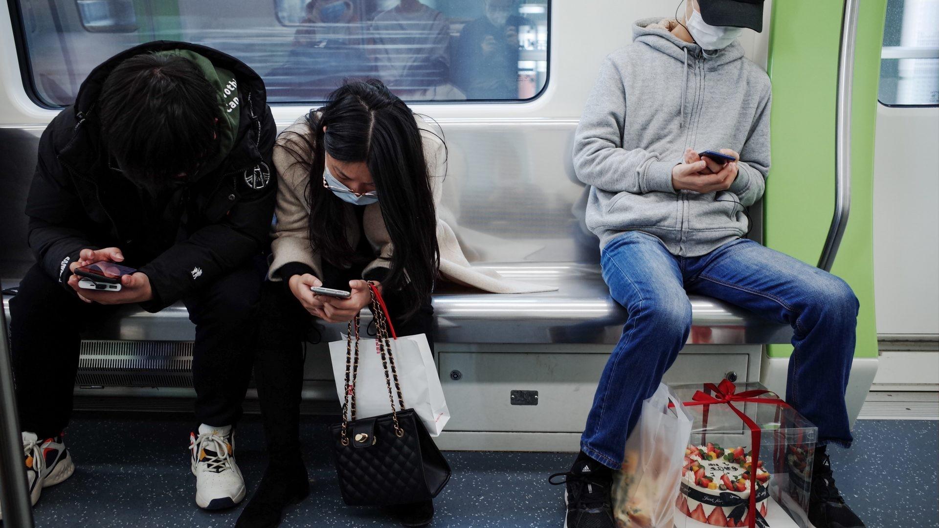 Một nửa người dùng smartphone sẽ trì hoãn việc mua sản phẩm mới - Ảnh 1.