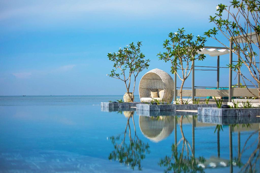 Sợ Vũng Tàu đông đúc, ghé ngay resort ở Hồ Tràm để hưởng thụ biển xanh - Ảnh 1.