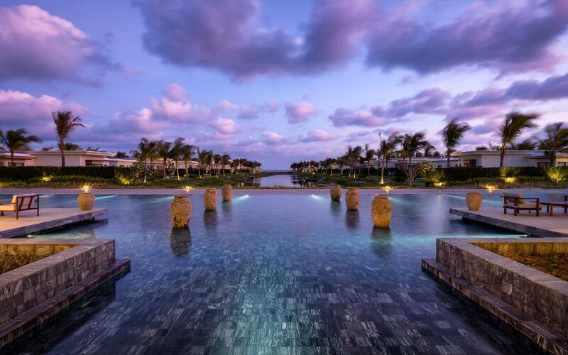 Sợ Vũng Tàu đông đúc, ghé ngay resort ở Hồ Tràm để hưởng thụ biển xanh - Ảnh 4.