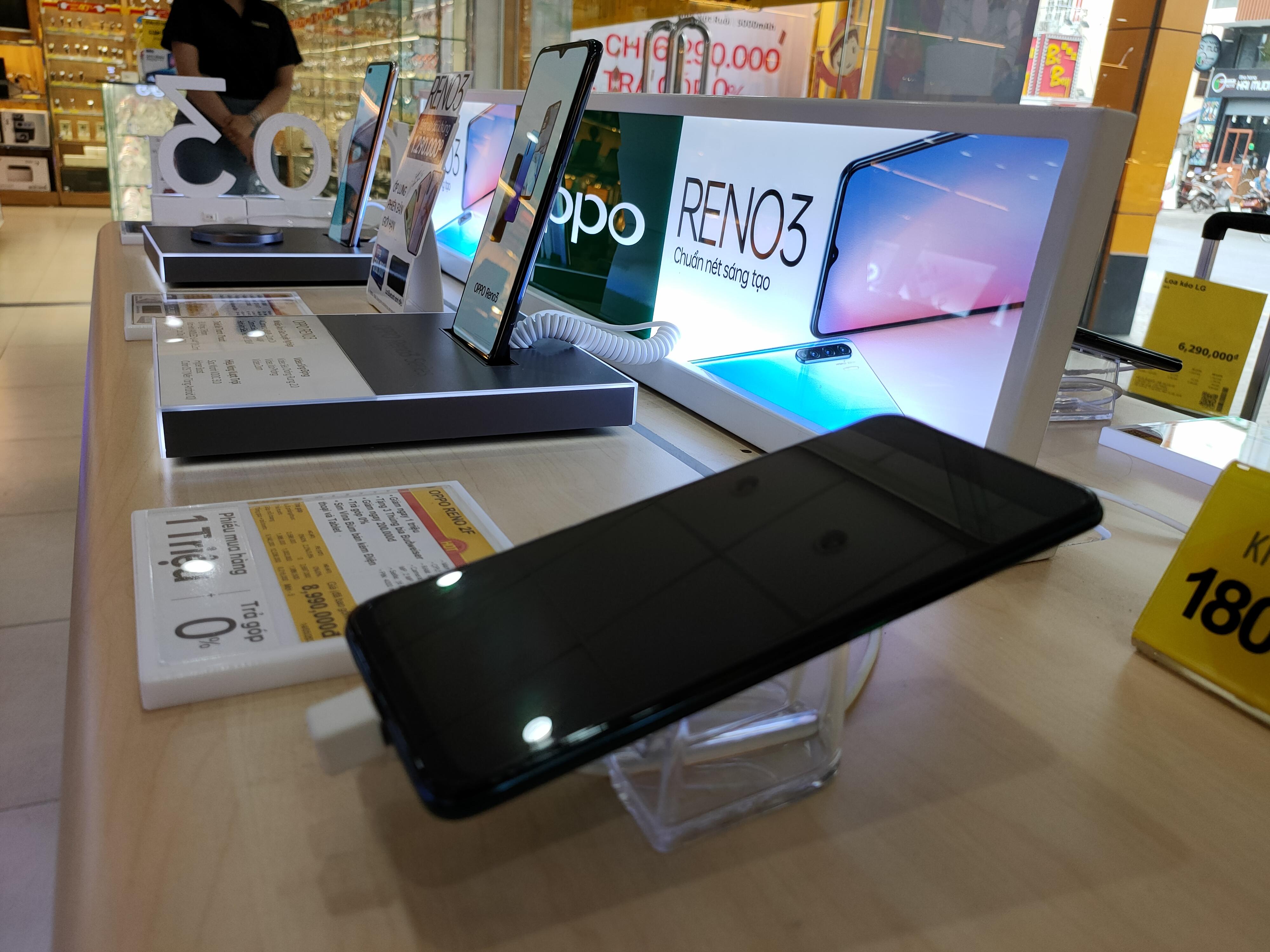 Điện thoại giảm giá: iPhone tiếp tục biến động, Android ngập tràn ưu đãi - Ảnh 1.