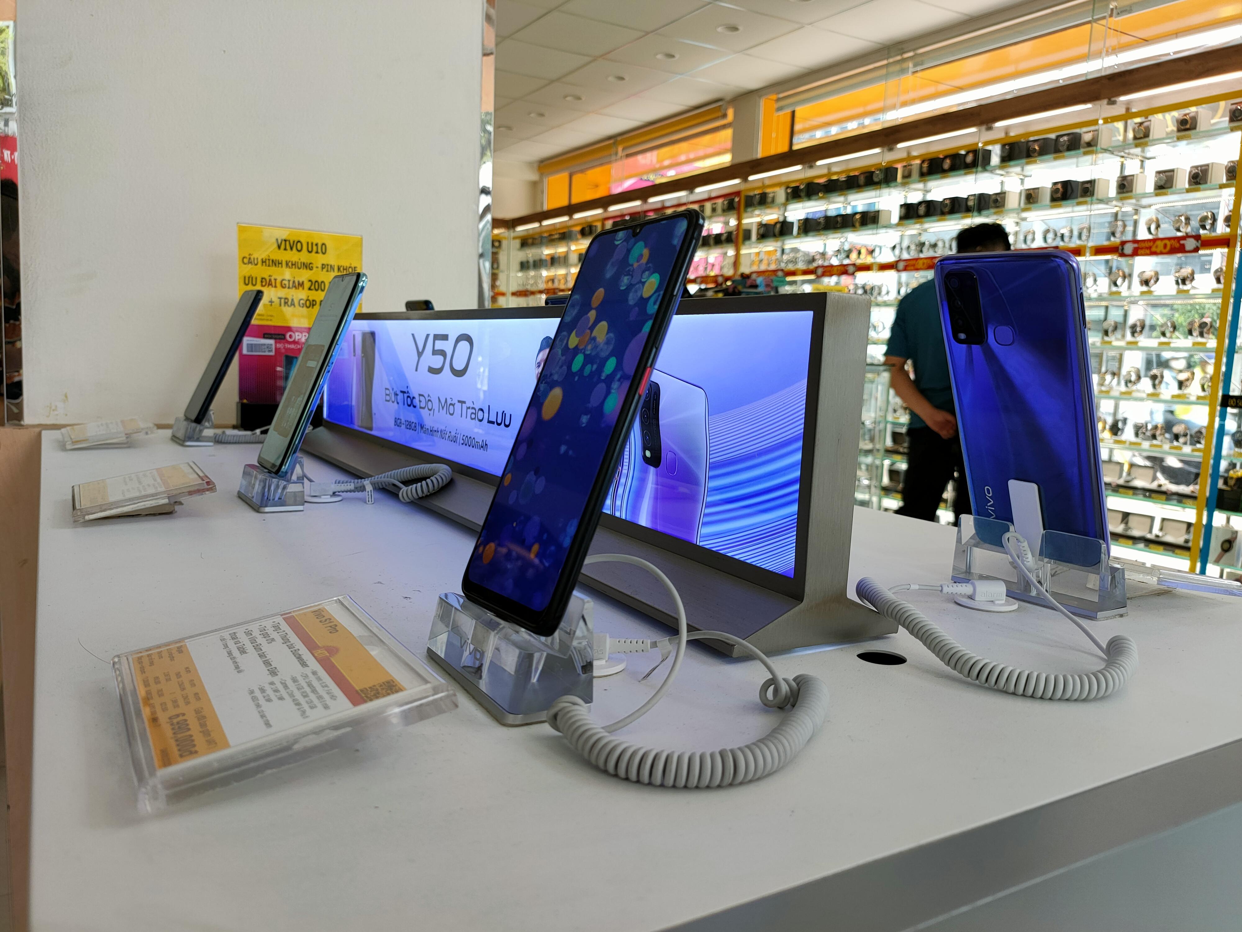 Điện thoại giảm giá: iPhone tiếp tục biến động, Android ngập tràn ưu đãi - Ảnh 2.