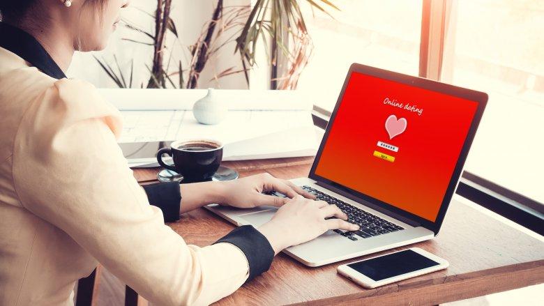 7 điều nên và không nên làm khi hẹn hò trực tuyến - Ảnh 1.