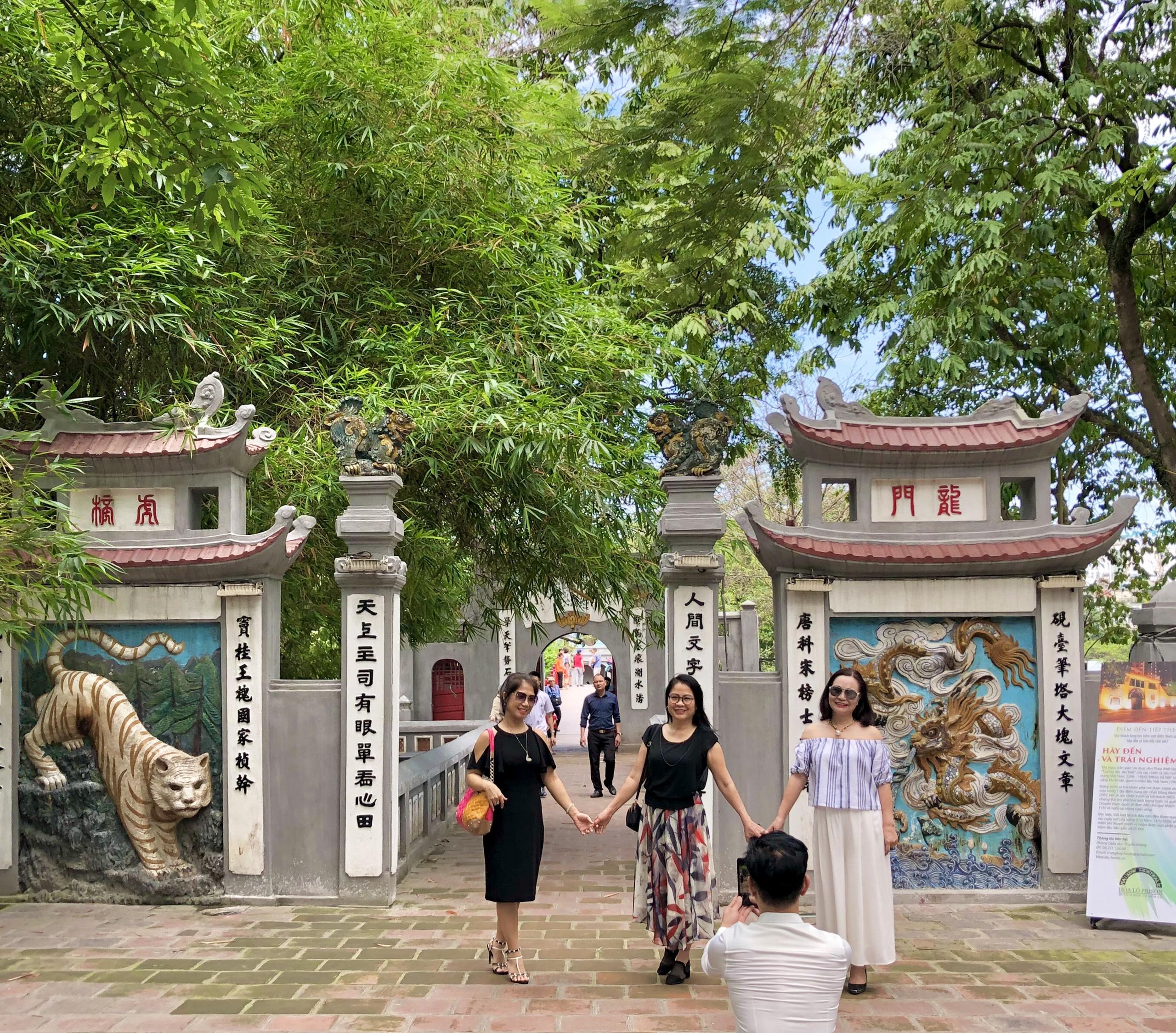 Tín hiệu khả quan cho thị trường du lịch Hà Nội - Ảnh 1.