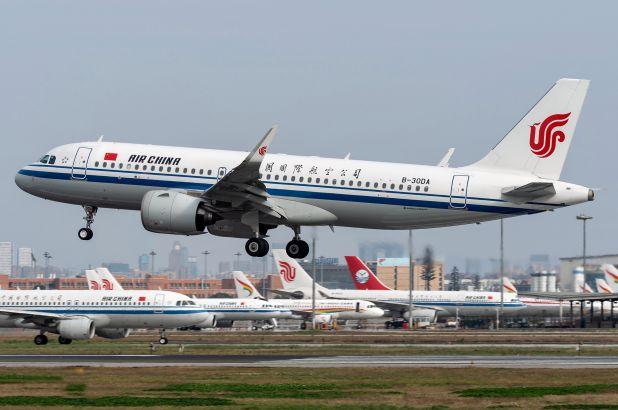 Mỹ chính thức cấm các chuyến bay thương mại từ Trung Quốc - Ảnh 1.