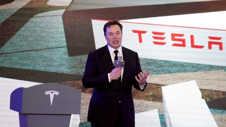 Tại sao tỉ phú Phạm Nhật Vượng bằng mọi giá phải bán ô tô điện sang Mỹ? - Ảnh 4.