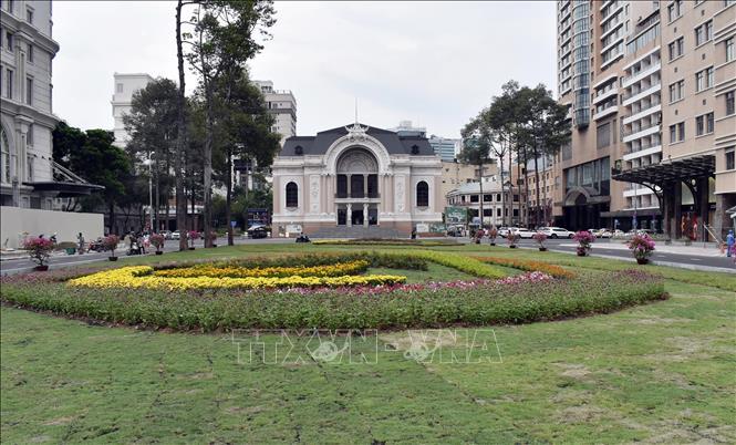 Khởi công khôi phục và nâng cấp công viên trước Nhà hát TP Hồ Chí Minh - Ảnh 1.