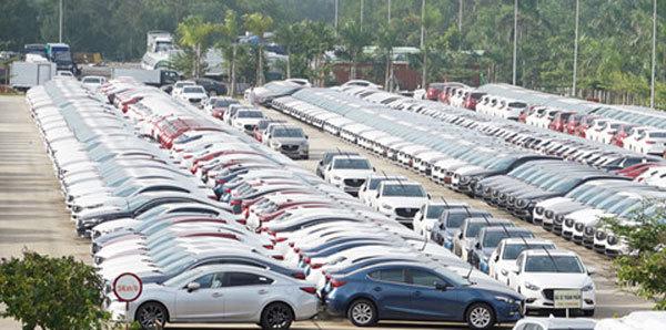 Tồn kho hàng chục nghìn chiếc, ô tô đại hạ giá đến Tết sang năm - Ảnh 1.