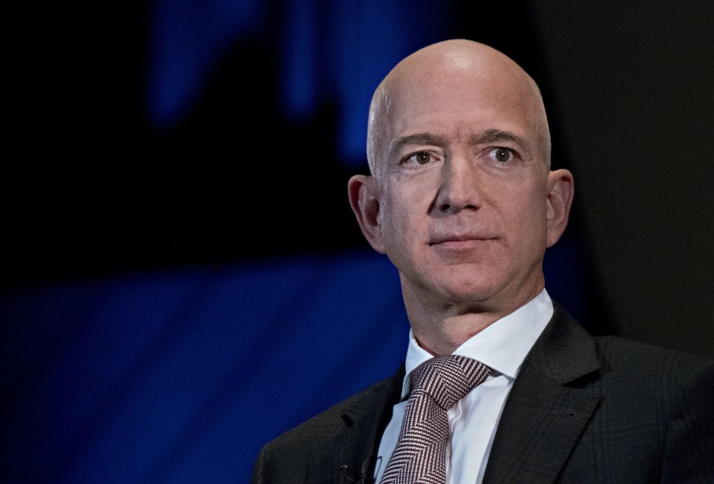 Đại dịch Covid - 19 cho thấy Jeff Bezos, Bill Gates và Mark Zuckerberg chỉ là những gã giàu có keo kiệt - Ảnh 1.