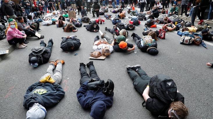 Tỉ phú công nghệ vất vả trong làn sóng biểu tình Mỹ - Ảnh 1.