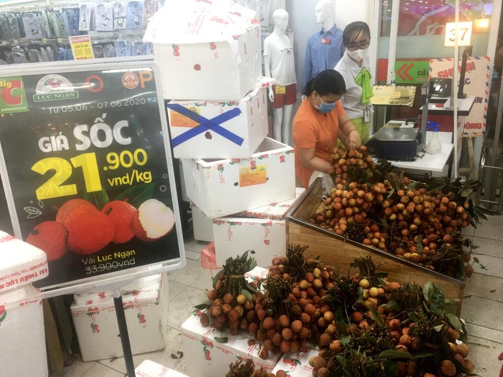 Người dân 'săn' quần áo siêu rẻ tại BigC Miền Đông trước ngày đóng cửa - Ảnh 12.
