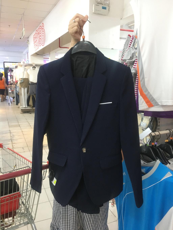Người dân 'săn' quần áo siêu rẻ tại BigC Miền Đông trước ngày đóng cửa - Ảnh 8.