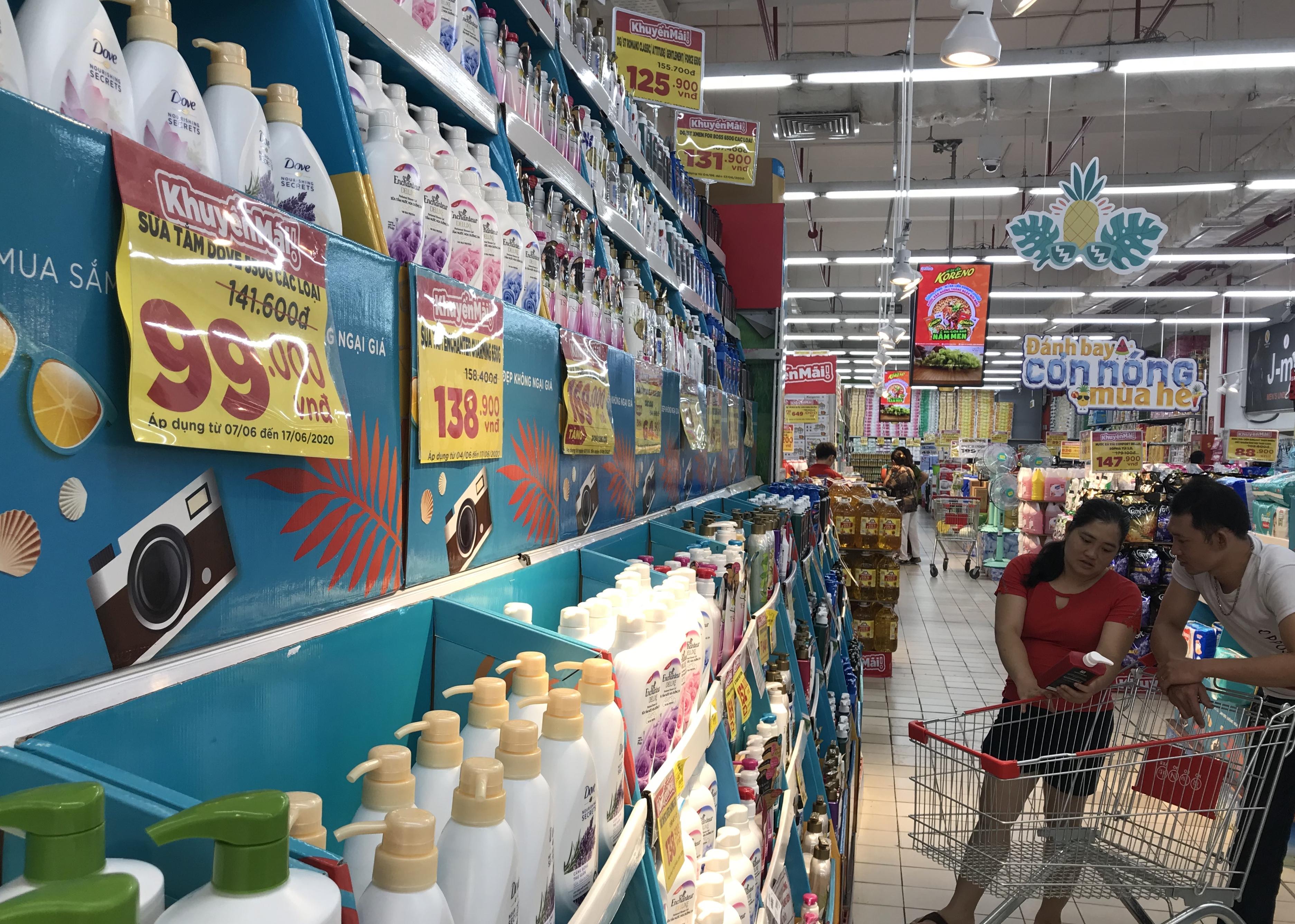 Sắp đóng cửa, Big C miền Đông ồ ạt khuyến mãi, người tiêu dùng lạc trong mê cung hàng giá sốc - Ảnh 5.