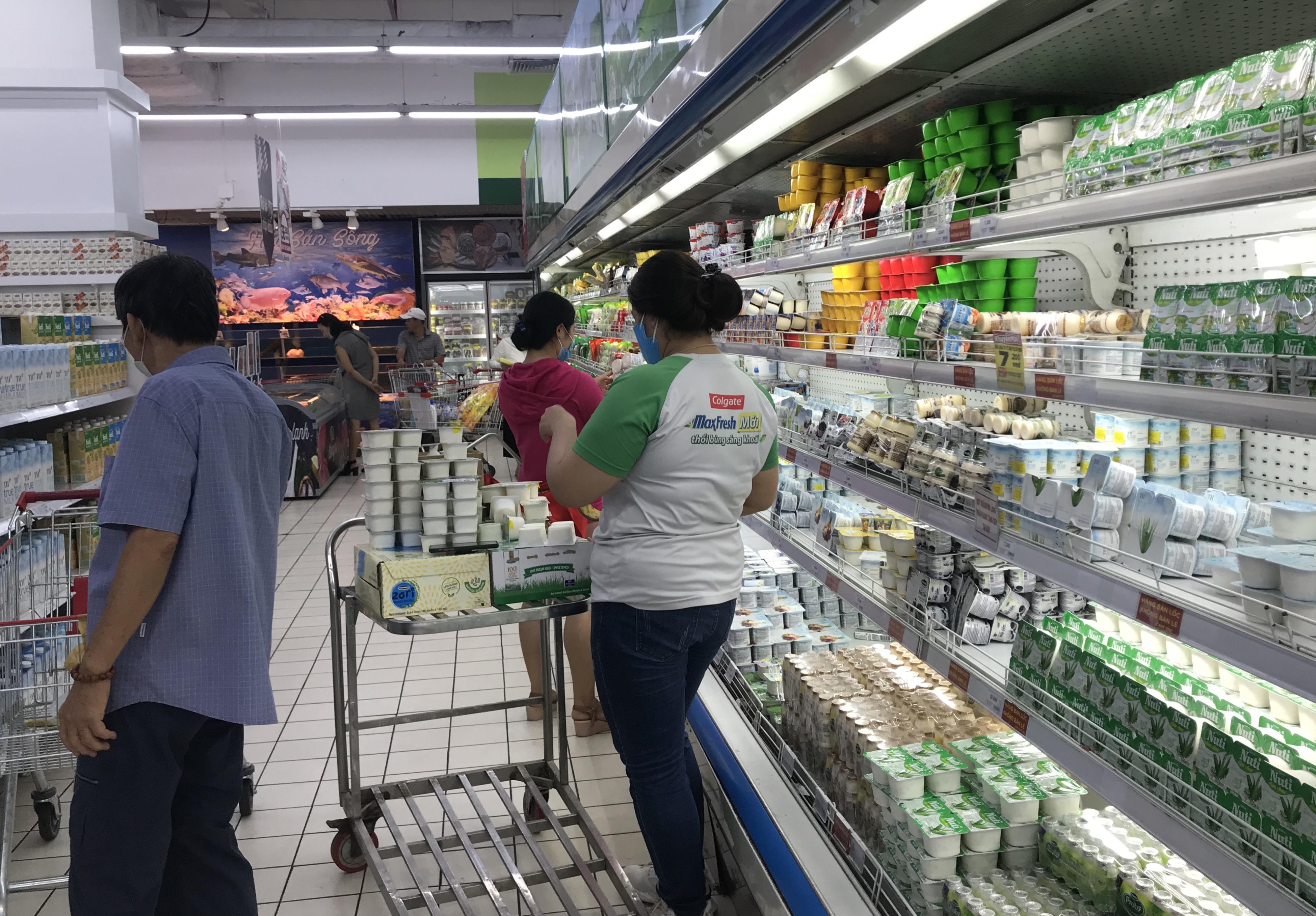 Sắp đóng cửa, Big C miền Đông ồ ạt khuyến mãi, người tiêu dùng lạc trong mê cung hàng giá sốc - Ảnh 14.