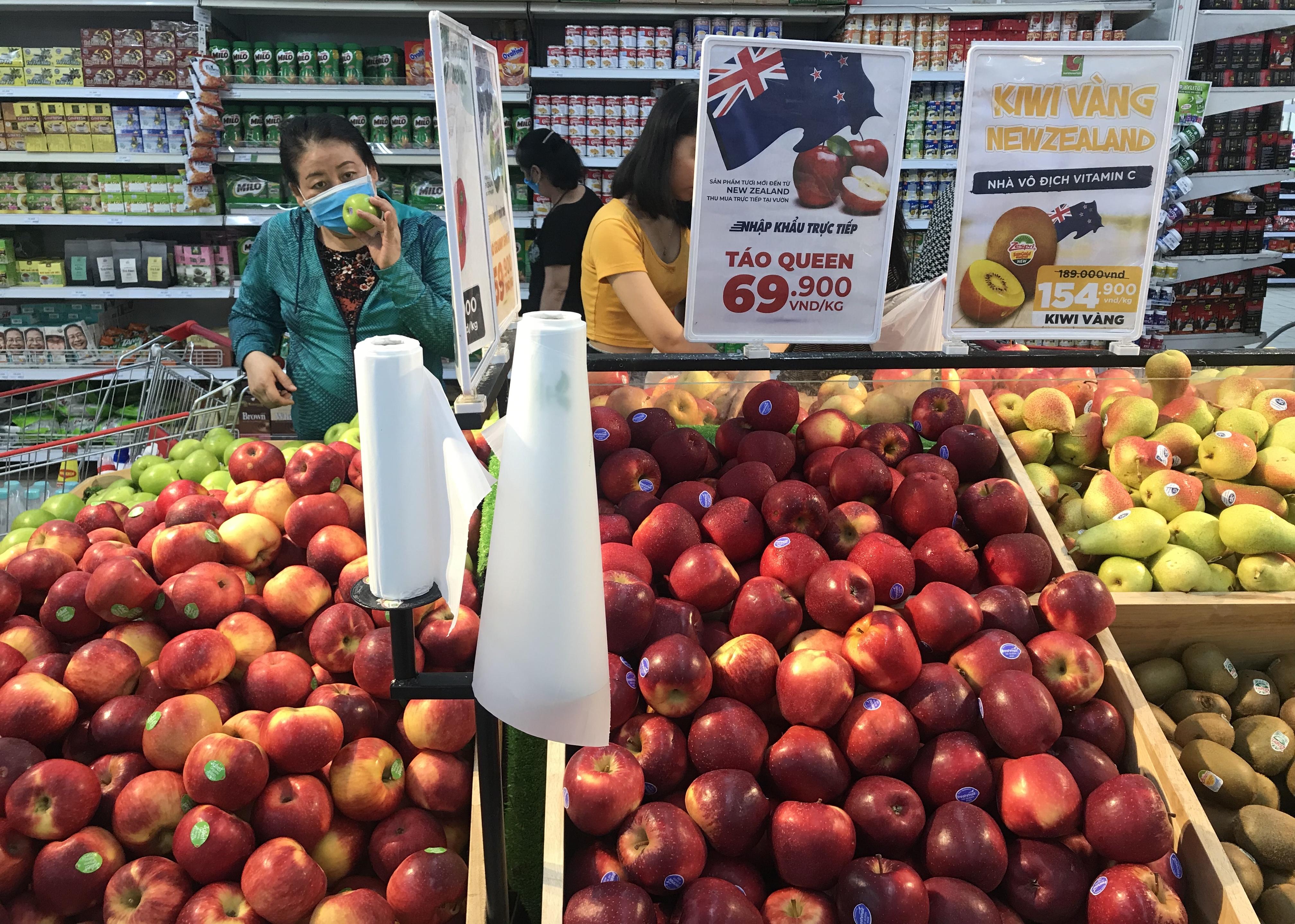 Sắp đóng cửa, Big C miền Đông ồ ạt khuyến mãi, người tiêu dùng lạc trong mê cung hàng giá sốc - Ảnh 10.