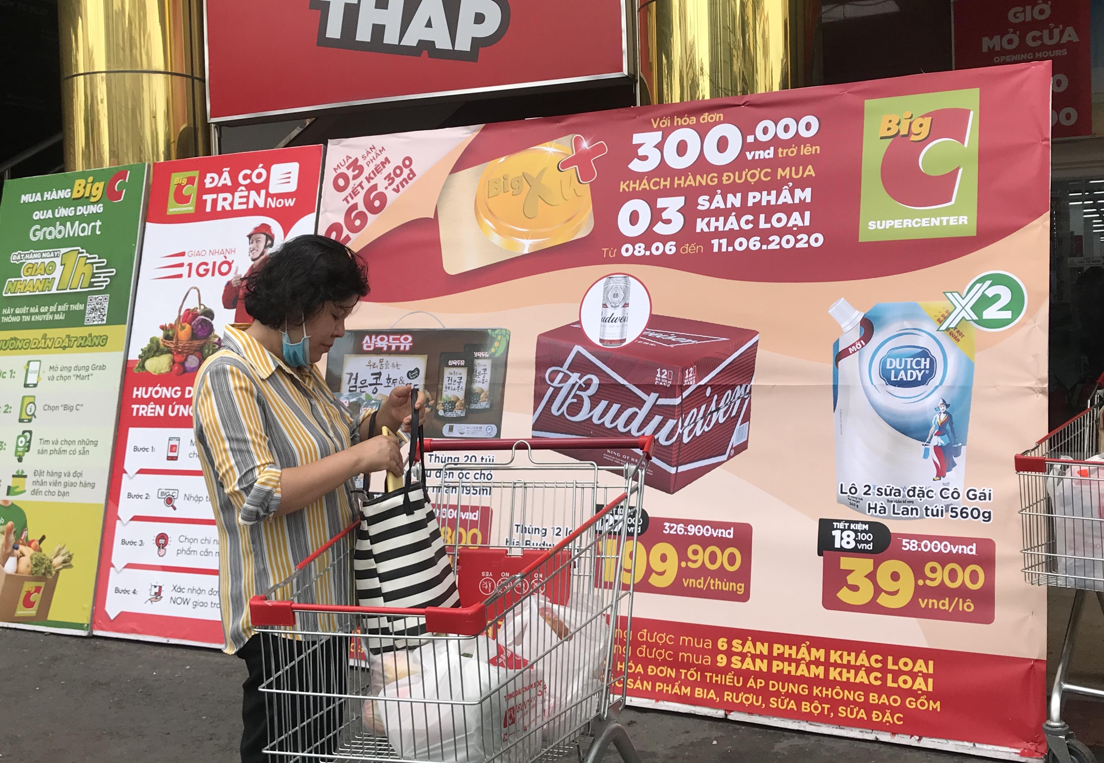 Sắp đóng cửa, Big C miền Đông ồ ạt khuyến mãi, người tiêu dùng lạc trong mê cung hàng giá sốc - Ảnh 15.