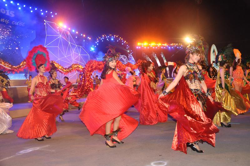 Quảng Ninh nghiên cứu thúc đẩy phát triển kinh tế ban đêm - Ảnh 1.