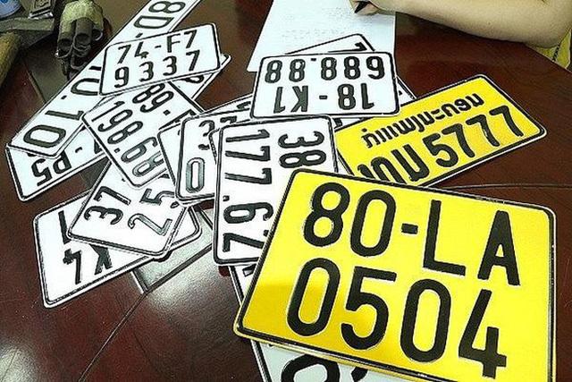 Những giấy tờ, thủ tục, lệ phí để ô tô kinh doanh vận tải chuyển biển số từ trắng sang vàng - Ảnh 1.