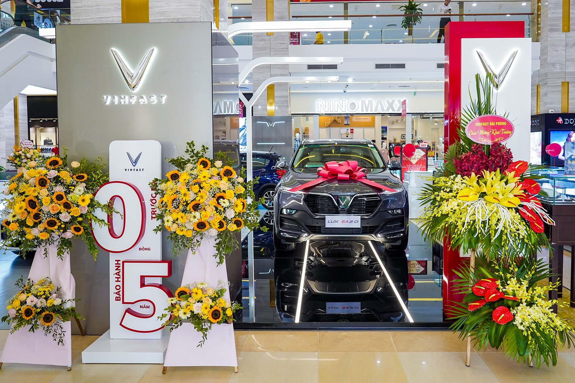 Vẫn phải giảm giá bán các mẫu xe cũ nhằm thu hút khách hàng - Ảnh 2.