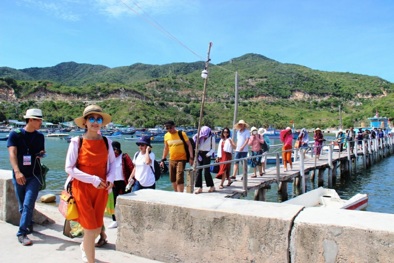Ninh Thuận: Khách sạn, resort dọc biển kín phòng sau giãn cách xã hội - Ảnh 1.