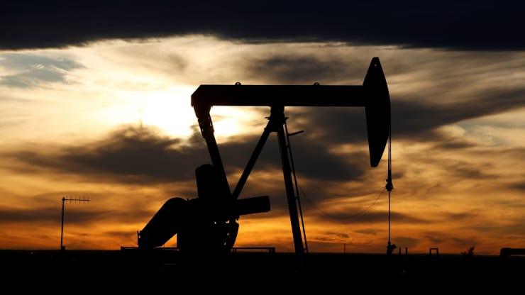 Giá xăng dầu hôm nay 22/7: Giá dầu khởi sắc trước thông tin thử nghiệm vắc-xin điều trị COVID-19 - Ảnh 1.