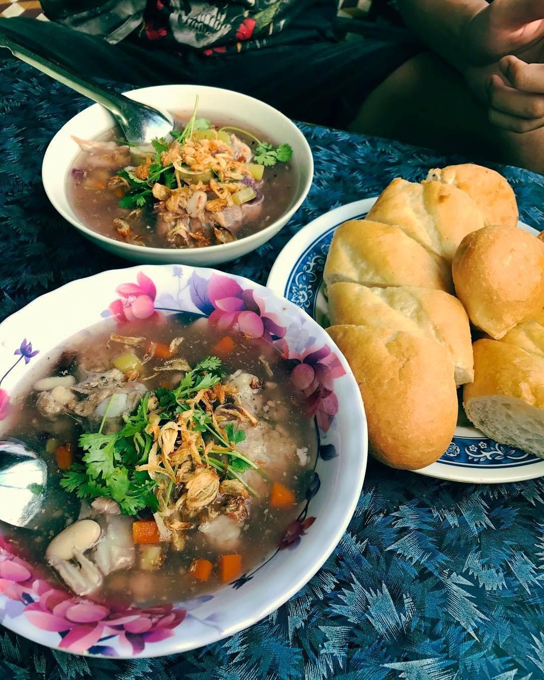 1 ngày ăn gì ở Quy Nhơn thỏa các tiêu chí Ngon - Bổ - Rẻ - Ảnh 6.