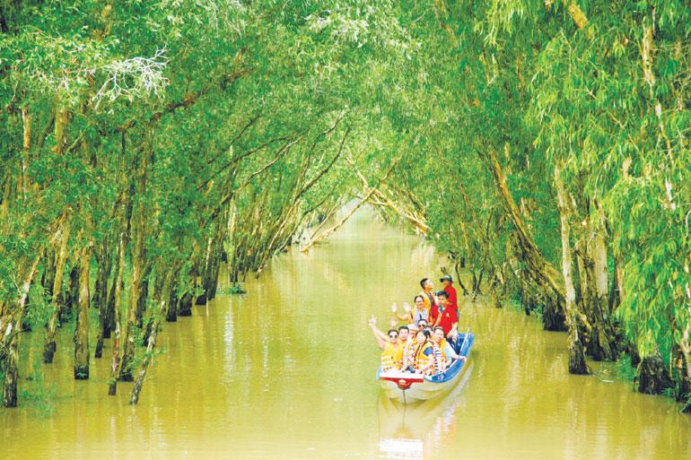 Hè này cùng gia đình khám phá loạt địa điểm du lịch nổi tiếng An Giang - Ảnh 2.
