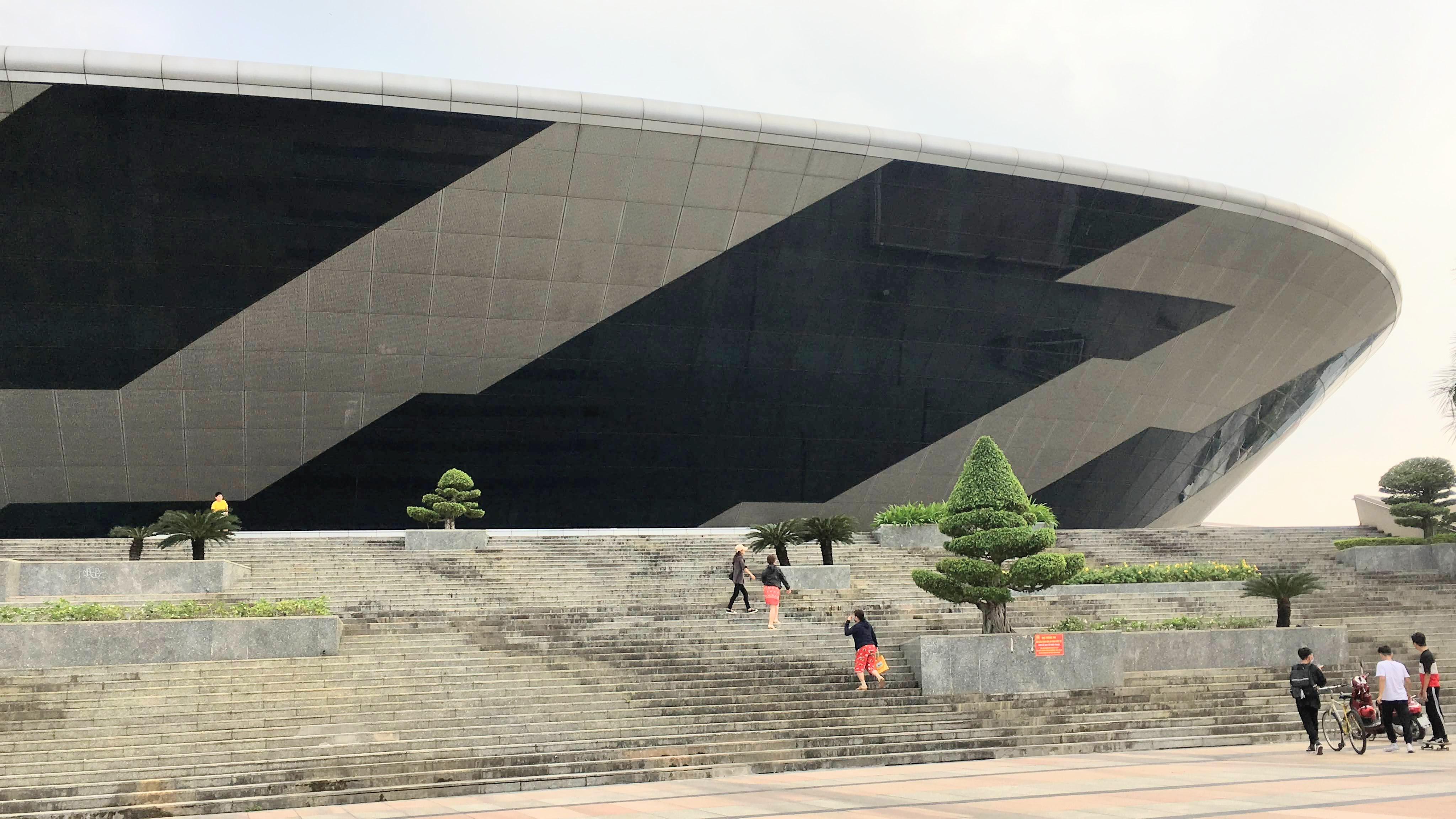 Đà Nẵng xây dựng Bệnh viện dã chiến tại Cung thể thao Tiên Sơn chống dịch COVID-19 - Ảnh 1.