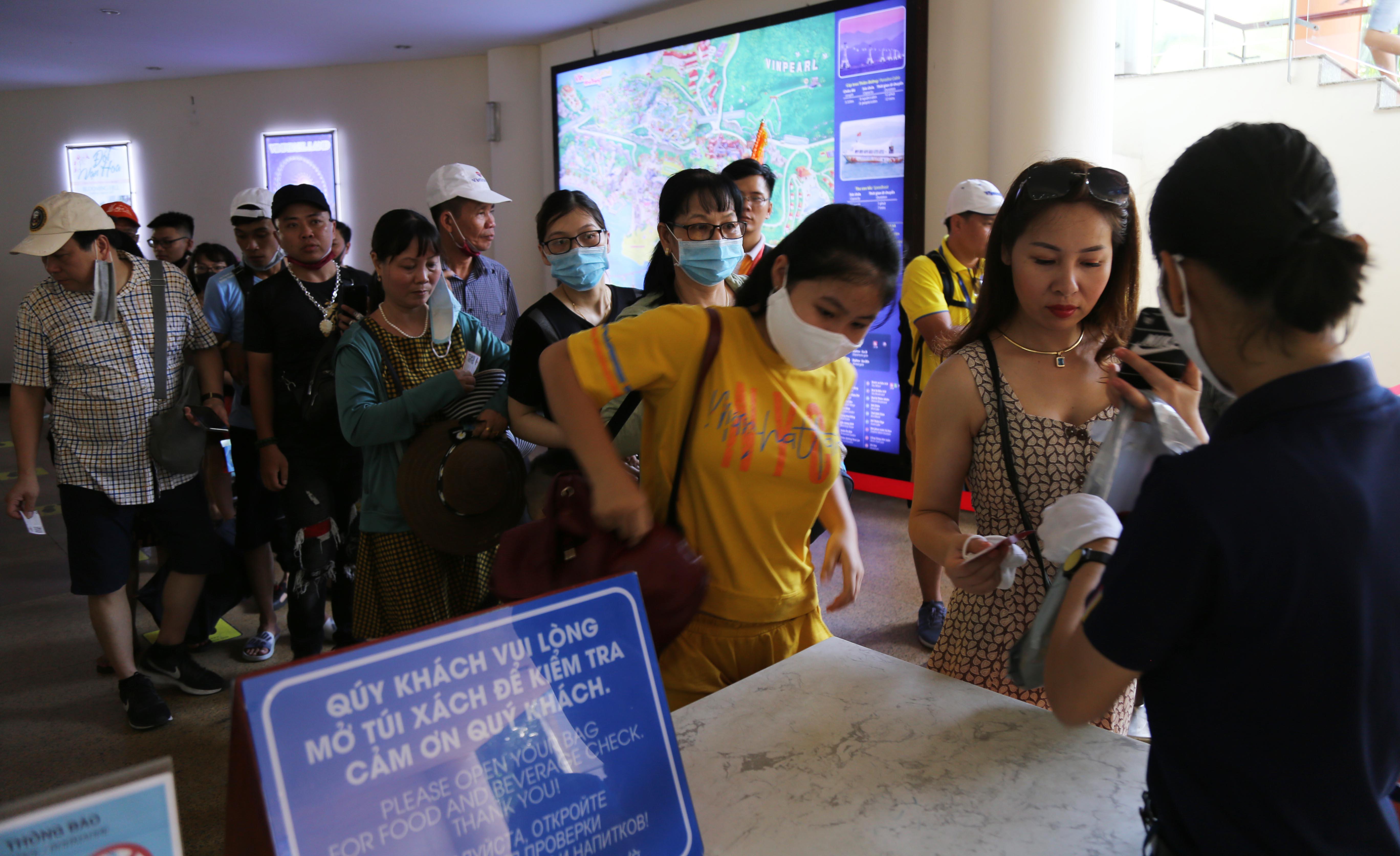 Du lịch Khánh Hòa: Doanh nghiệp 'nghẹt thở' vì dịch COVID-19 trở lại - Ảnh 1.