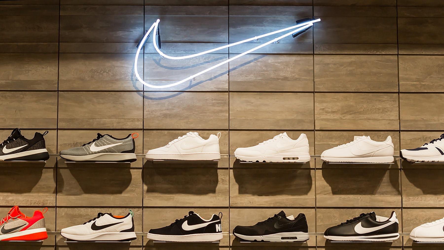 Vì sao doanh thu bán hàng trực tuyến tăng 75% vẫn không cứu nổi Nike? - Ảnh 1.