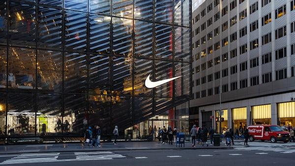 Vì sao doanh thu bán hàng trực tuyến tăng 75% vẫn không cứu nổi Nike? - Ảnh 2.
