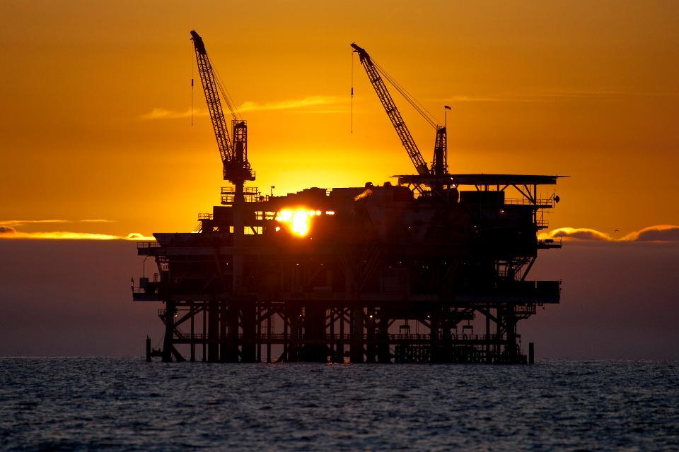 Giá xăng dầu hôm nay 8/7: Giá dầu tăng cao nhờ hỗ trợ cắt giảm sản lượng của OPEC+ - Ảnh 1.