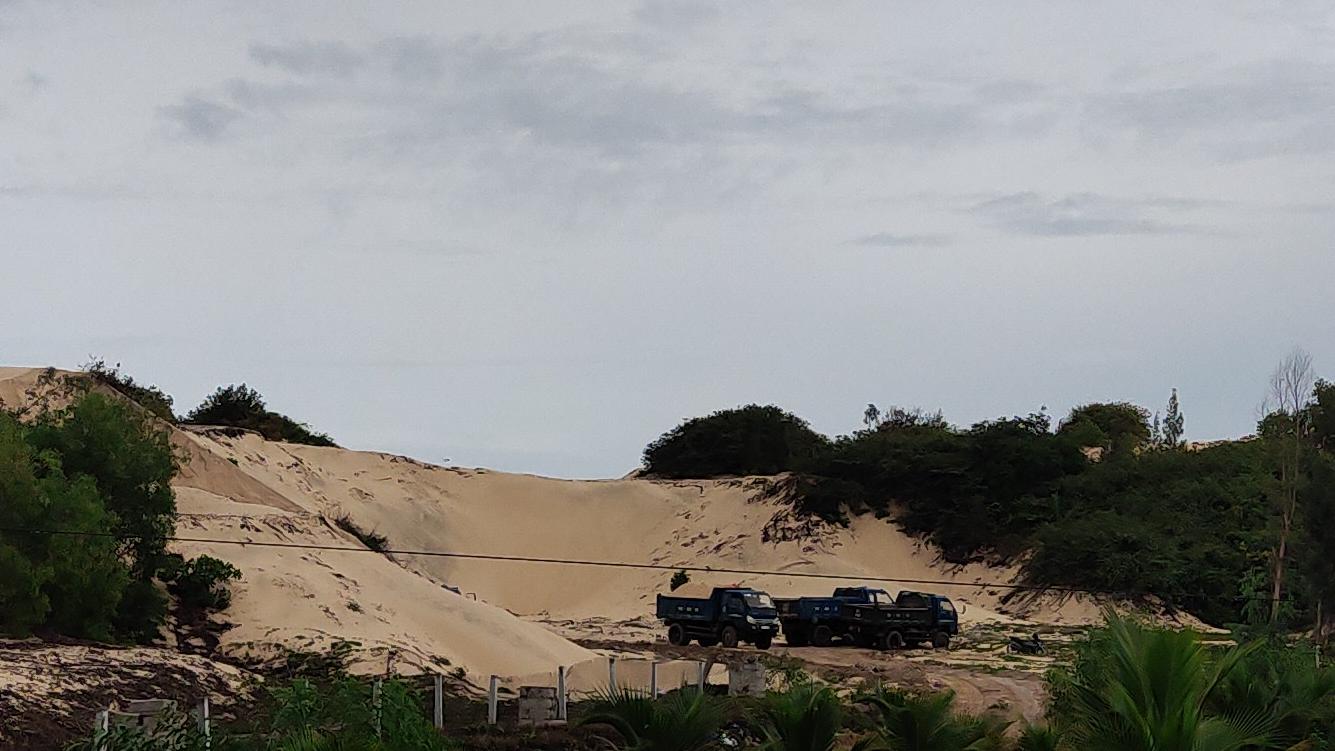 Khánh Hòa: Khai thác cát lậu tràn lan tại Bắc Vân Phong - Ảnh 1.