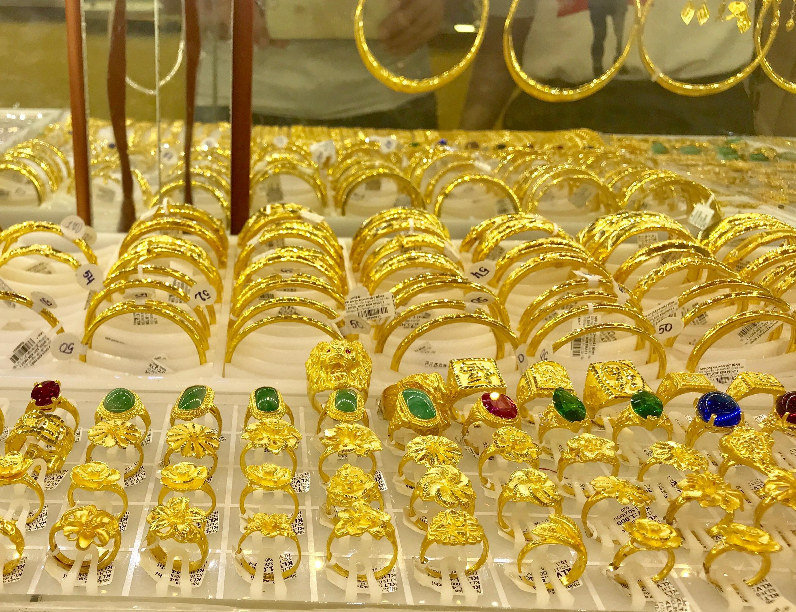 Giá vàng quay về mốc 54 triệu đồng/lượng, chênh lệch mua - bán hơn 4 triệu  - Ảnh 1.