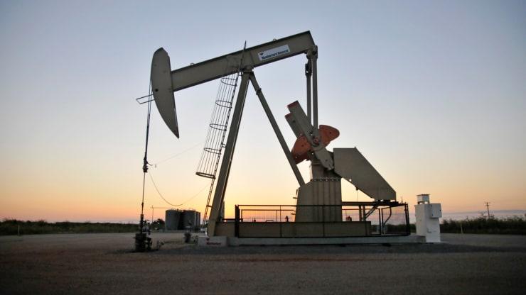 Giá xăng dầu hôm nay 13/8: Tồn kho của Mỹ giảm, giá dầu tiếp tục tăng - Ảnh 1.