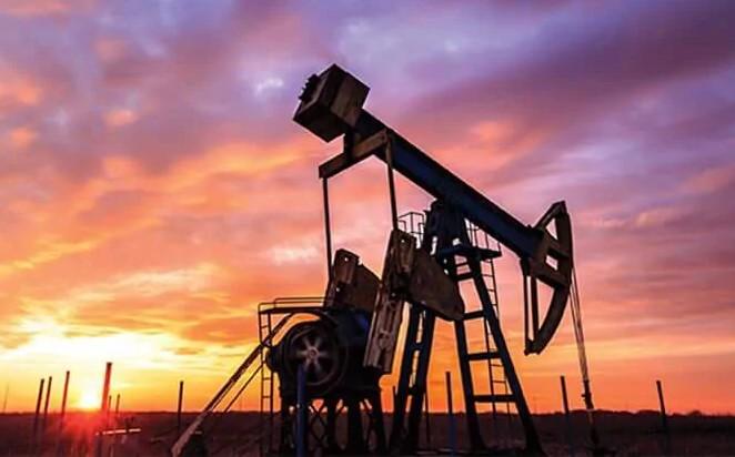 Giá xăng dầu hôm nay 14/8: Dầu giảm trở lại do nhu cầu tiêu thụ sụt giảm - Ảnh 1.