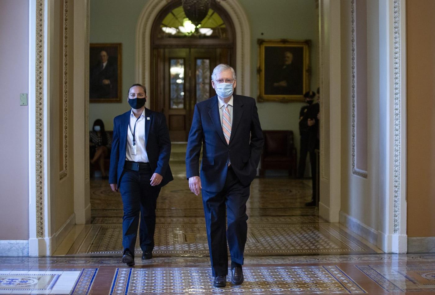 Quốc hội không thống nhất gói cứu trợ, nghị sĩ Mỹ lần lượt rời thủ đô Washington - Ảnh 1.