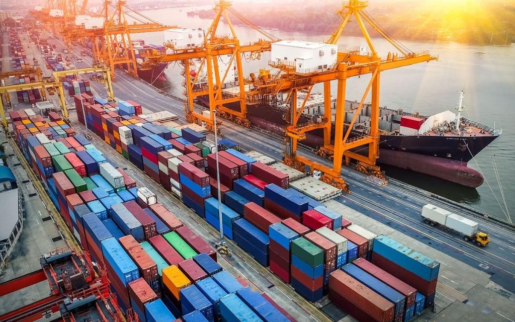 Xuất khẩu tăng, nhập khẩu giảm sau 7 tháng đầu năm - Ảnh 1.