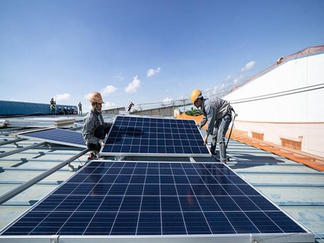 EVN tiếp tục thúc Bộ Công Thương gỡ vướng cho điện mặt trời - Ảnh 1.