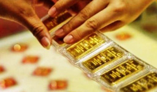 Giá vàng hôm nay 15/8: Đóng cửa phiên cuối tuần, SJC duy trì mức 56,55 triệu đồng/lượng - Ảnh 2.