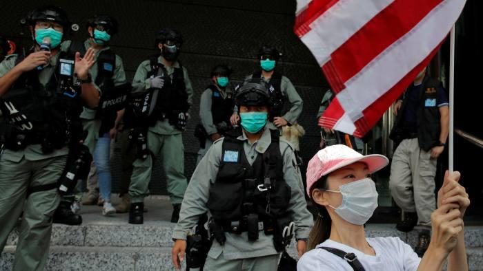 Căng thẳng Mỹ - Trung Quốc - Hong Kong: cơn ác mộng với giới ngân hàng - Ảnh 1.