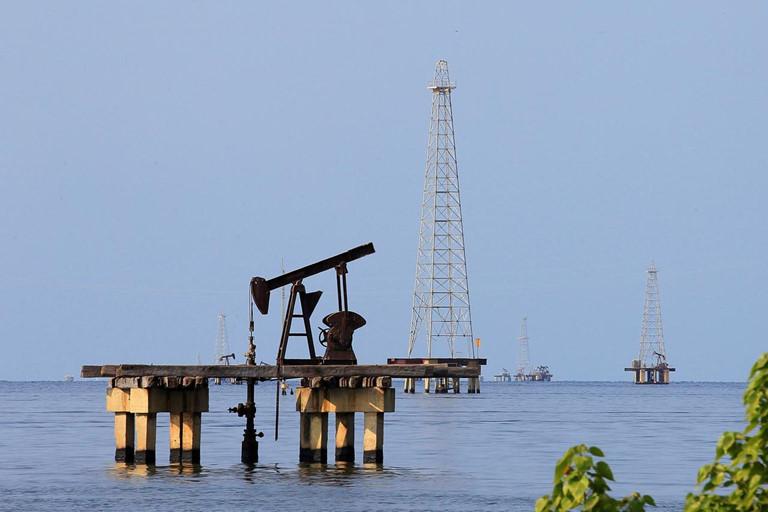 Giá xăng dầu hôm nay 18/8: Dầu tăng trở lại trước dự định nhập khẩu dầu thô từ Mỹ của Trung Quốc - Ảnh 1.
