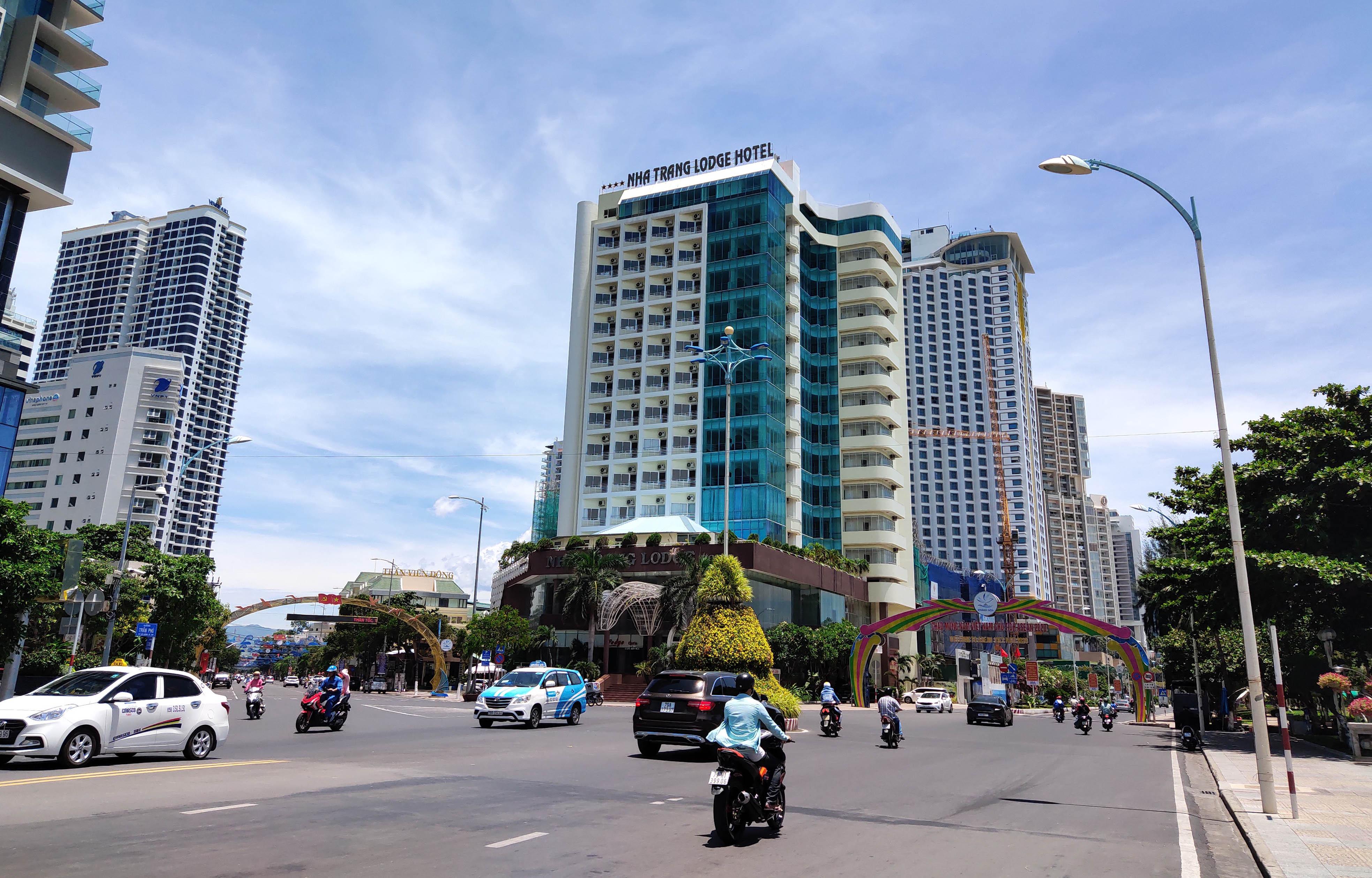 Khánh Hòa: Hàng loạt khách sạn đóng cửa lần 2 vì công suất buồng phòng chưa đến 10% - Ảnh 1.