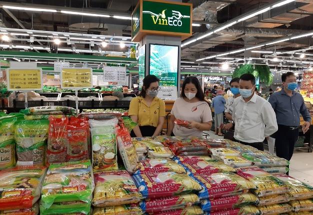Hà Nội sẵn sàng đưa hàng hóa về nông thôn, vùng có người dân cách li do COVID-19 - Ảnh 1.